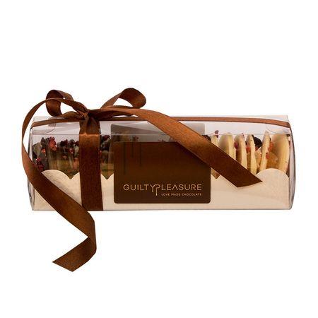Medians din ciocolata, Guilty Pleasure, mix ciocolata neagra, cu lapte si alba cu bucati de fructe de padure liofilizate, si confiate in diverse proprotii, 150 gr, 1 cutie