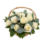 Cos trandafiri albi eleganti