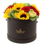 Cutie floarea soarelui si trandafiri
