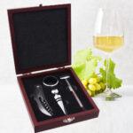 Cutie din lemn cu accesorii pentru vin 4 piese 1