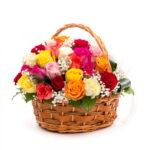 Cos trandafiri colorati